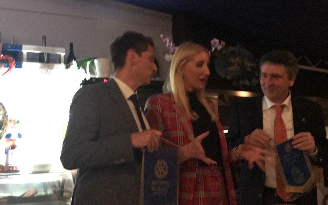 Lo scambio dei gagliardetti con il Rotary di Rijeka